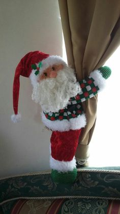 Corrinero noel Christmas Window Decorations, Holiday Decor, Christmas Chair Covers, Knitted Dolls, Sewing Crafts, Decoupage, Merry Christmas, Santa, Handmade