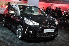 2013 Citroën Cabrio shows trick folding top to the world Ds3 Citroen, Luxury Cars, Vintage Cars, Ferrari, Mercedes Benz, Bmw, Vehicles, Garage, Fancy Cars