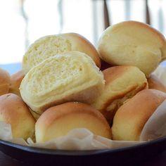 Passando por aqui com estas bisnaguinhas caseiras deliciosas! A receita está quentinha lá no blog!