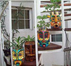 New garden art ideas reuse creative Ideas Plastic Bottle Planter, Reuse Plastic Bottles, Plastic Bottle Crafts, Recycled Bottles, Recycled Crafts, Diy And Crafts, Bottle Painting, Maya Angelou, Garden Crafts