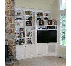 corner tv built in Corner Tv Unit, Room Corner, Corner House, Corner Bookshelves, Built In Bookcase, Custom Bookshelves, White Bookshelves, Bookcases, Tv Built In