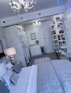 Teen Bedroom Designs, Bedroom Decor For Teen Girls, Room Design Bedroom, Teen Room Decor, Room Ideas Bedroom, Home Decor Bedroom, 1920s Bedroom, Master Bedroom, Teenage Girl Bedrooms