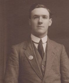 The forgotten survivors of #WW1: proud of their service as this man in 20s proudly displaying his Silver War Badge