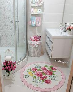 WEBSTA @ pembeekurdela - Hafta sonunun yorucu olanı  makbuldür ☺Son olarak banyo temizliği de bittiğine göre biraz dinlenebilirim🌹İyi haftalar ve mutlu akşamlar kızlar 🎀