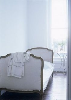 FleaingFrance.....dressed in white