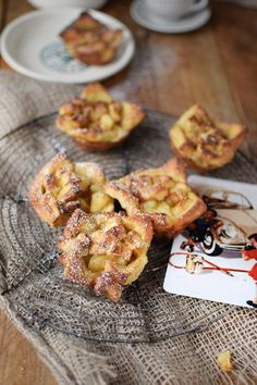 A road trip snack for travellers with a sweet tooth: French Toast Apple Pie Bites. They are easy to make and are full of great flavour. Together with Volkswagen I am providing you with the recipe for this crunchy and sweet snack. But be careful: they are addictive! Find more recipes on the Volkswagen Pinterest Board.