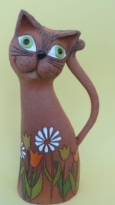 Kočka v květinovém záhonu Keramická kočička v květinovém záhonu. Výška cca 40 cm.