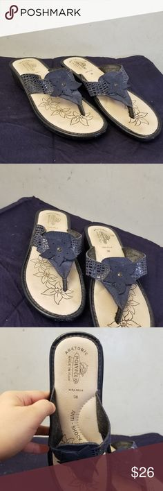 Blue floral flip flops Blue flip-flops with a flower in the middle anti-shock insole worn only 1x. in great condition polyflex Shoes Sandals