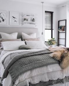5 Valiant Clever Tips: Dark Minimalist Interior Inspiration minimalist bedroom storage ideas.Minimalist Home Style Couch minimalist bedroom closet wall colors.Minimalist Home Tips Families. Apartment Bedroom Decor, Apartment Interior, Home Bedroom, Home Living Room, Modern Bedroom, Master Bedroom, Cozy Apartment, Contemporary Bedroom, Bedroom Wall