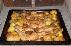 Jídla, která si připravíte za poměrně krátkou dobu a navíc za použití co nejmenšího množství nádobí, jsou velmi vyhledávaná. Komu by se chtělo trávit celé hodiny vkuchyni – nejprve samotným vařením, následně ještě úklidem kuchyně a mytím nádobí? Recept, který vám níže představíme je skvělý vtom, že chutná mnohem lépe, než běžně pečené kuře, a … Meat Recipes, Chicken Recipes, Cottage Meals, Hungarian Recipes, One Pan Meals, Whole 30 Recipes, Poultry, Bacon, Food Porn