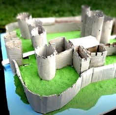 Here the photographs of the real Castle of Caerphilly in Cardiff (Wales, UK), Paolo realized a model with cardboard glued on wood and polystyrene base, coloured with acrylic colours. Cardboard Model, Cardboard Box Crafts, Cardboard Castle, Cardboard Toys, Castle School, Kids Castle, Toy Castle, School Projects, Projects For Kids