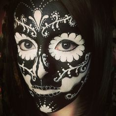 Black and white sugar skull makeup! Very stylish for a Day of the Dead celebration. #eldiadelosmuertos #dayofthedead #facepaintideas