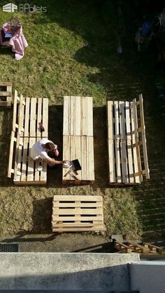 #Garden, #GardenSet, #Outdoor, #PalletCoffeeTable, #PalletLounge, #PalletSofa, #RecyclingWoodPallets This garden set was home made in Normandie.