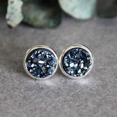 THE DETAILS: One of the most fun and beautiful ways to highlight your personal style is through jewelry, and the most gorgeous touch can be made with a pop of color! The earrings feature resin druzy cabochons that are a mixture of dark blue and grey! They are a really pretty, modern twist on the traditional blue color! What I love most about this style is that they look great dressed up, or with a casual outfit. Plus, they are lightweight and easy to wear! The earrings come with soft rubber…