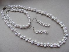 Free pattern for necklace White Frost from Beads Magic.  Easy fast - using size 11/o and 6mm ~ Seed Bead Tutorials