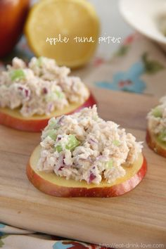Apple Tuna Bites - Quick and easy homemade tuna salad served over fresh apple slices. Perfect for a healthy and low-carb lunch or snack! Low Carb Recipes, Cooking Recipes, Healthy Recipes, Lunch Recipes, Vegetarian Recipes, Healthy Snacks, Healthy Eating, Low Carb Lunch, Snacks Für Party