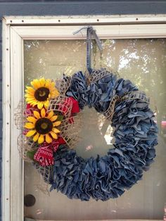 21 Ways to Repurpose Denim Jeans – Craft projects for every fan! Wreath Crafts, Diy Wreath, Burlap Wreath, Wreath Ideas, Jean Crafts, Denim Crafts, Cute Crafts, Diy And Crafts, Arts And Crafts