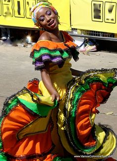A Cumbia Dancer at the Carnaval of Barranquilla. Music, colours, vibrant Feeling - that's carnaval! Shall We Dance, Lets Dance, African Diaspora, Dance Art, People Around The World, World Cultures, Traditional Dresses, Beautiful People, Portraits