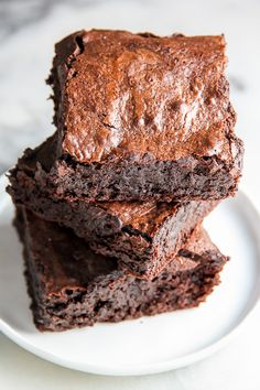 Outrageously Amazing One-Bowl Brownies Recipe Desserts with chocolate chips, salted butter, sugar, large eggs, all-purpose flour Fudgy Brownie Recipe, Fudgy Brownies, Chocolate Brownies, Brownie Recipes, Dessert Recipes, Chocolate Chips, Brownie Ingredients, Cake Like Brownies, One Bowl Brownies