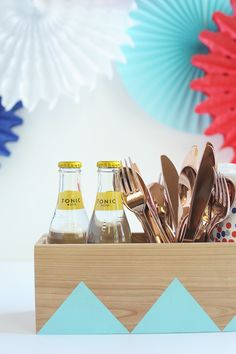 Here's a modern approach to a DIY Outdoor Silverware Caddy for your next backyard barbecue using an unfinished wood planter box!