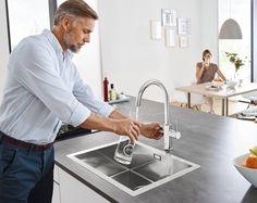 Mineralwasser aus dem Wasserhahn? Ja, mit Grohe Blue Home ist es möglich! - GROHE Blue Home besitzt einen einfachen Mechanismus, der das Trinkwasser auf Knopfdruck mit Kohlensäure veredelt. - Der GROHE Blue Home Wassersystem besteht aus Armatur und Kühler. Der Kühler kann direkt in den Spültisch-Unterschrank montiert werden.  - GROHE Blue Home Produkte sind in verschiedenen Designs erhältlich - Durch GROHE Blue Home spart ihr Geld, es ist praktisch und umweltfreundlich!