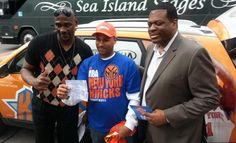 Knicks Now - Photo Gallery: 2013 Playoff Borough Tour Presented by Chase