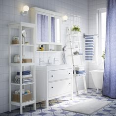 HJÄLMAREN wandrek | #IKEA #IKEAnl #inspiratie #wooninspiratie #badkamer #wit #traditioneel #blauw #HEMNES #vakantie #strand #strandhuis
