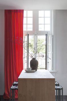 Copahome raamdecoratie. Marrakech overgordijn, gordijnen, raamdecoratie, rood / rideau rideaux, Maroc, atmosphere, intérieur, fenêtre, décoration de fenêtre, rouge