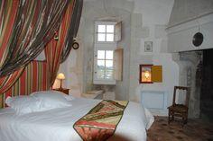 Une ravissante chambre typiquement médiévale dans la tour ronde, nommée Geoffroy du Bec
