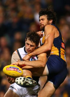 Phil Davis Photos Photos - Phil Davis of the Giants and Josh Kennedy of the Eagles contest a mark during the round five AFL match between the West Coast Eagles and the Greater Western Sydney Giants at Domain Stadium on May 2, 2015 in Perth, Australia. - AFL Rd 5 - West Coast v Greater Western Sydney West Coast Eagles, Australian Football, Perth Australia, Rugby Players, Sydney, Number, Couple Photos, Board, Sports