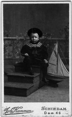 Little Dutch boy in a sailor suit. Photostudio Kamman Schiedam.