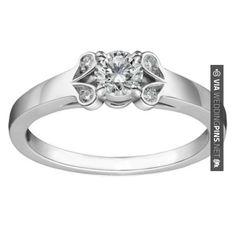 Amazing! - Imagenes de Anillos de Boda Este anillo solitario de compromiso está inspirado en el modelo BAILARINA con un diseño romántico muy llamativo. Es un anillo de pedida de oro blanco, con un diamante redondo como protagonista acompañado de cuatro diamantes engastados en forma de pétalo. Puedes adquirirlo en   CHECK OUT SOME AWESOME INSPIRATIONS FOR TASTY Imagenes de Anillos de Boda OVER AT WEDDINGPINS.NET   #ImagenesdeAnillosdeBoda #Anillos #weddingrings #rings #en