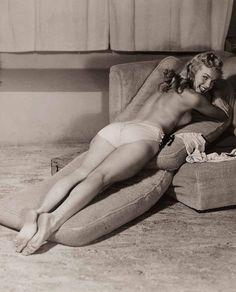Marilyn Monroe photographed by Earl Moran, 1948. ☀