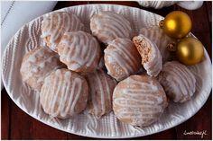 Szybkie pierniczki tzw. last minute od razu miękkie i pyszne bez czekania. Pierniczki idealne dla osób, które nie mają czasu lub zapomniały o upieczeniu tych klasycznych, które muszą swoje odleżeć. Polish Recipes, Polish Food, Biscuits, Spice Cookies, Cupcake Cookies, Cupcakes, Garlic, Recipies, Spices