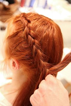 3 easy hairstyles that are perfect for windy days