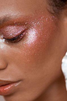 New beauty trend: Glitter - glitter strobing   Maikshine blog   www.maikshine.com