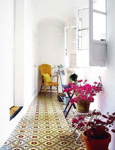 External entrance beautiful patterned tile floors to get inspired Floor Design, Tile Design, House Design, Decoration Inspiration, Interior Inspiration, Home Decoracion, Vintage Tile, Interior Decorating, Interior Design