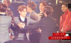 V & Baekhyun    BTS at 24th Seoul Music Awards [150122]