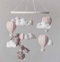 This baby mobile with rabbits air balloons and clouds- perfect in a babies nursery or even make the ideal baby shower gift. Each element of the mobile is created with fantastic quality pure wool felt. This felt meets European Toy Standarts and carries Cool Baby, Baby Mädchen Mobile, Diy Bebe, Creation Deco, Craft Box, Newborn Gifts, Baby Cribs, Hot Air Balloon, Felt Crafts