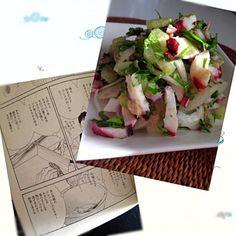 よしながふみさんの【きのう何食べた?】より。 作ってみました(≧∇≦) 前日にレシピ通りに作り美味しかったので、少しアレンジして今夜も作りました きゅうりとレタスを切らしたので、タマネギスライスとセロリの葉っぱの部分、お正月の残りのタコちゃんも入れました。 このドレッシング最高に旨い( •̀ .̫ •́ )✧ ニンニクと砂糖とドレッシングビネガーがいいのかなー✨ って、ドレッシングビネガーがうちには無いのでフルーツビネガーで作りましたが、ハマります ペロリといけます! チビーズも頬っぺた落ちるー言ってました(≖ლ≖๑ )プッ オススメです - 60件のもぐもぐ - セロリとツナのサラダ【きのう何食べた?】より by nonoh