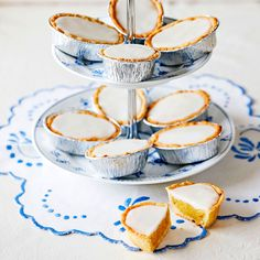 - Mazariner med mandelfyllning och glasyr - small Mazarin-tarts with almond-filling