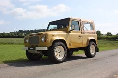 Twisted Defender Retro looking splendid. Td5 Defender, Land Rover Defender, Yellow Car, Land Rovers, Defenders, Motors, 4x4, Motorcycles, Wheels