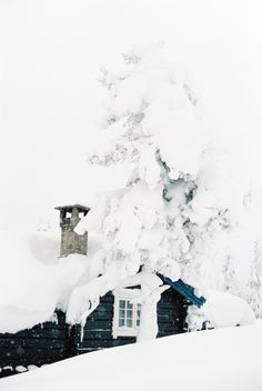 snowy ski cabin in trysil, Norway. By Camilla Jorvad Photography