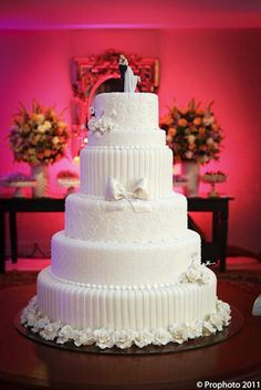 Remarkable Wedding Cake How To Pick The Best One Ideas. Beauteous Finished Wedding Cake How To Pick The Best One Ideas. White Wedding Cakes, Elegant Wedding Cakes, Beautiful Wedding Cakes, Gorgeous Cakes, Wedding Cake Designs, Wedding Cake Toppers, Cake Wedding, Amazing Cakes, Occasion Cakes