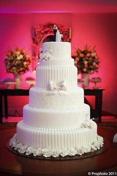 Maravilhoso Bolo de Casamento. Noivinhos Topo de Bolo. www.NoivinhosTopodeBolo.com                                                                                                                                                      Mais