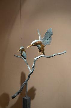Vliegende en zittende ijsvogel Sculpture Clay, Bronze Sculpture, Sculpture Art, Nature Art, Driftwood Art, Mexican Art, Clay Birds, Beautiful Art, Bird Art