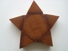 How to make a star cake with two round cakes.