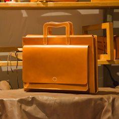 GEMINI-brief case  Used Italian vegetable natural leather ART.DAKOTA( certify of VERA PELLE)