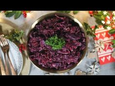 A delicious and easy recipe for Slow Cooker Red Cabbage, the ultimate side dish for Christmas Day! Slow Cooker Red Cabbage, Cooked Red Cabbage, Red Cabbage Christmas, Christmas Ham, Christmas Side Dishes, Slow Cooker Chicken, Slow Cooker Recipes, Food Print, Easy Meals