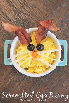 Scrambled egg bunny - perfect for Easter breakfast or brunch! Easter Snacks, Easter Dinner Recipes, Easter Brunch, Brunch Recipes, Baby Food Recipes, Holiday Recipes, Breakfast Recipes, Easter Food, Breakfast Casserole